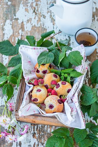 Raspberry mini cakes