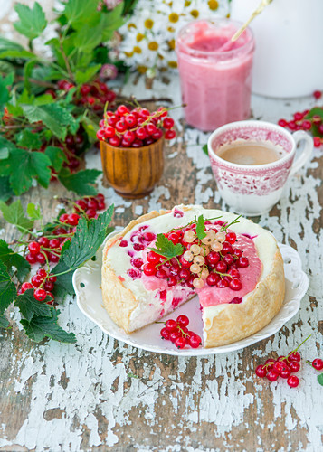 Cheesecake with red currant curd