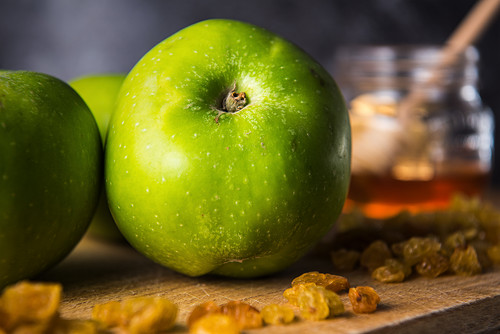 Green apples and honey