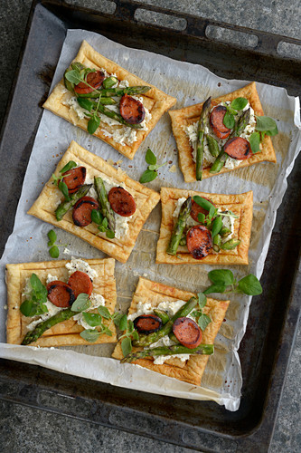 Tartlets with asparagus, chorizo and manchego cheese