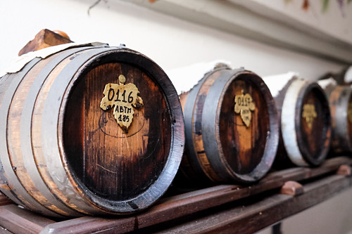 Aceto Balsamico Tradizionale (Modena, Italy), Barrels stored in the attic in old houses