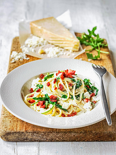 Linguine with sundried tomatoes, gorgonzola and wilted rocket sprinkled with parmesan cheese