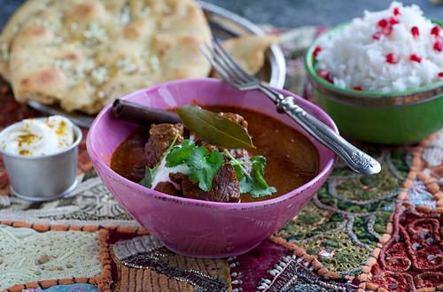 Rogan josh (Indian lamb dish) with garlic bread and rice