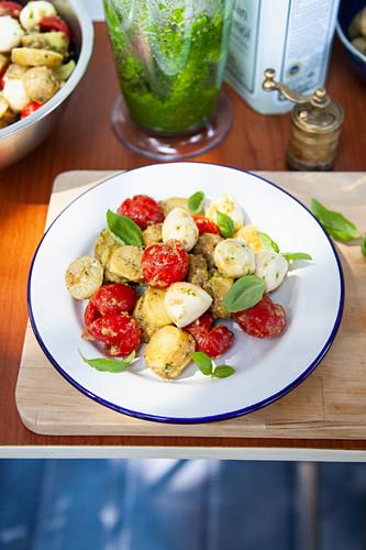 Potato salad with sesame seed pesto, tomatoes and mini mozzarella
