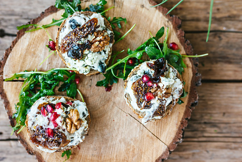 Bruschette with blue cheese, dry figgs and pomegranate