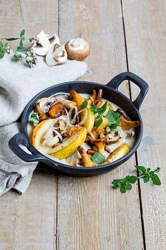 Fried apples and mushrooms with marjoram