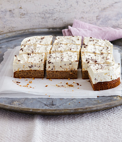 Speculoos dream cake with chocolate and nuts