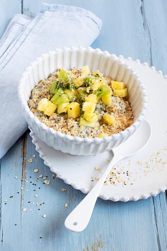 Coconut porridge with pineapple and kiwi