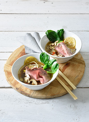 Pak-Choi-Pho with beef and mung bean sprouts (Low Carb)