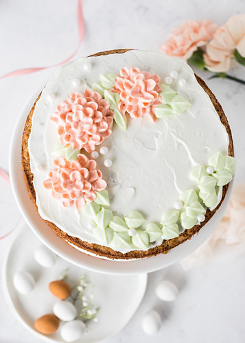 A festive carrot cake made with xylit