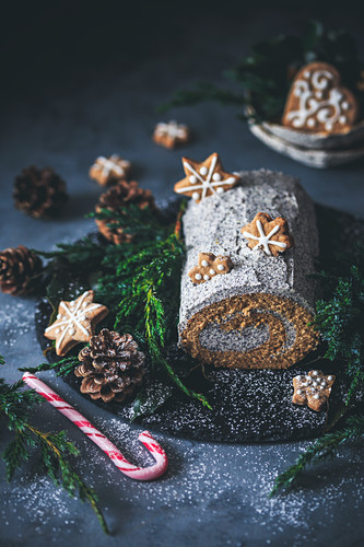 Gingerbread roll cake with poppy seed filling