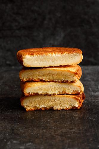 Yeast dough sponge cakes