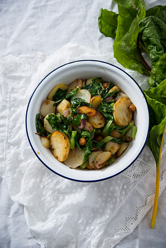 Fried potatoes with red onions, chard and chickpeas (vegan)