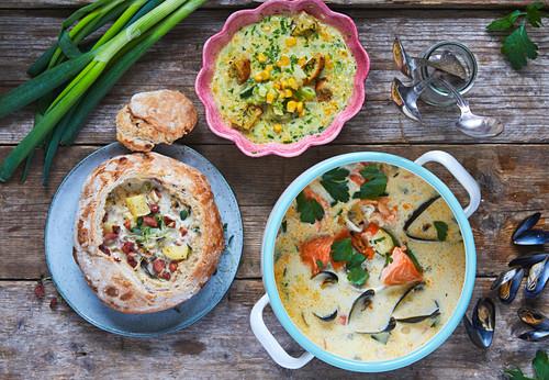 Chowder clam soup (blue) and vegetarian corn chowder (pink)