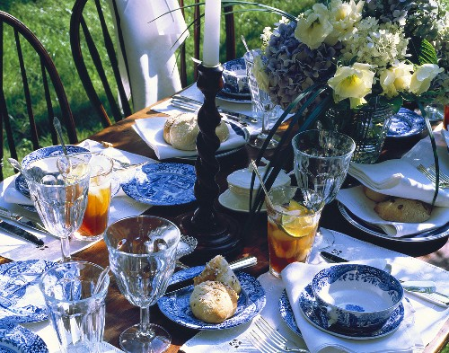 Outdoor Summer Table Setting