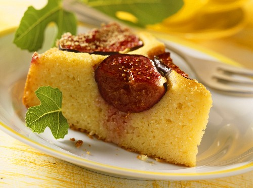 Yoghurt cake with figs