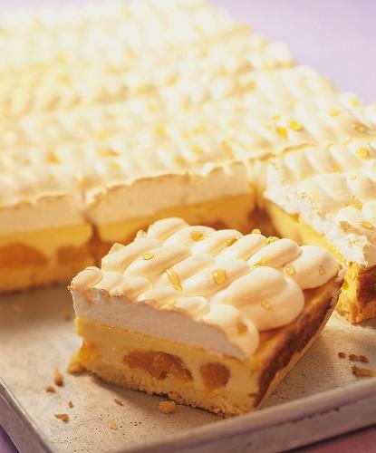 Tear cake (mandarin quark cake with meringue)