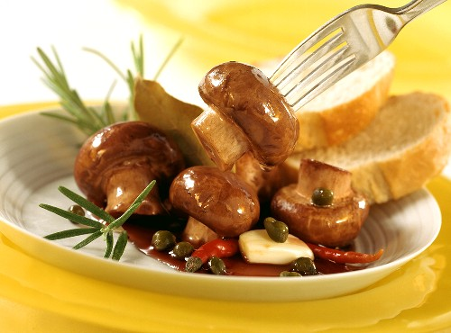 Brown mushrooms in balsamic vinegar (will keep 3-4 weeks)