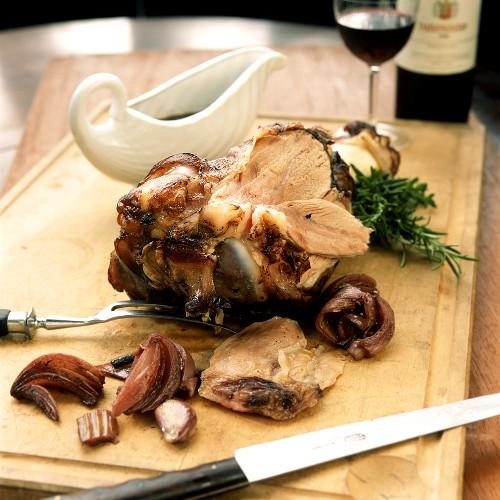 Stinco di vitello al aglianco (shin of veal in red wine)