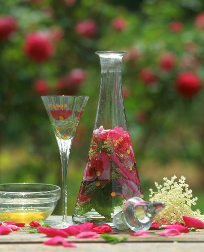 Herbal liqueur to stimulate digestion