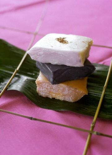 Sapin-sapin (Philippine rice cakes)