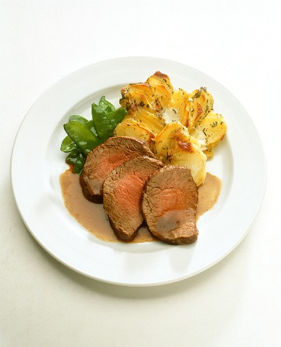 Beef fillet with potato gratin and mangetouts