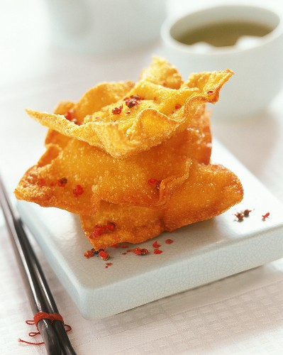 Wan tan (deep-fried pastry triangles with meat filling)