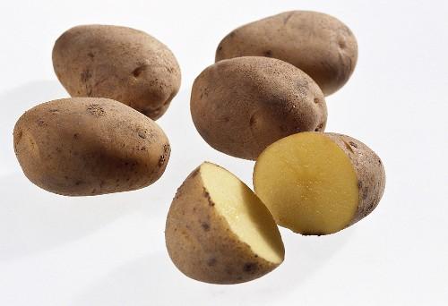 Several early potatoes, variety 'Leyla'