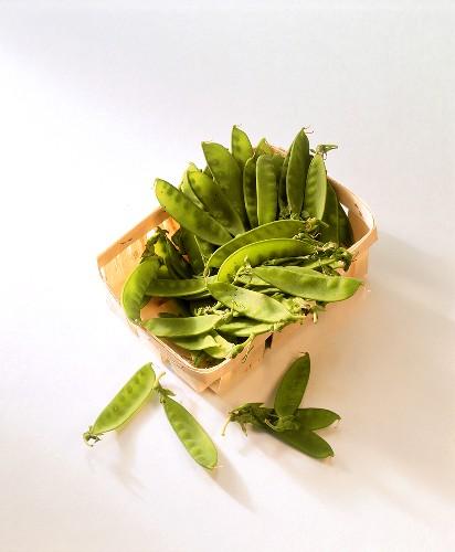Mangetouts in chip basket