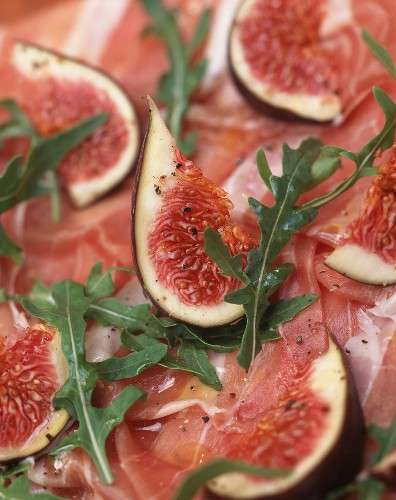 Prosciutto e fichi (dry-cured ham with figs & rocket, Italy)