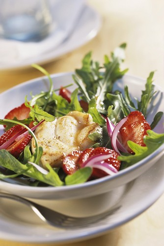 Rocket salad with strawberries and fried sea devil