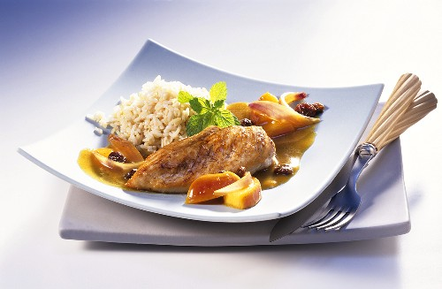 Chicken breast fillets with apple curry sauce and rice