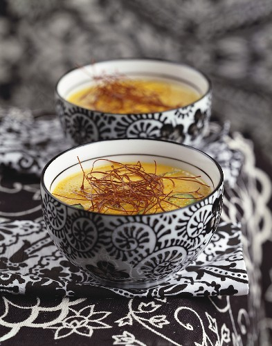 Curried carrot soup in two soup bowls