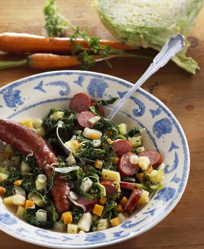 Savoy cabbage stew with Mettwurst (North Rhine-Westphalia)