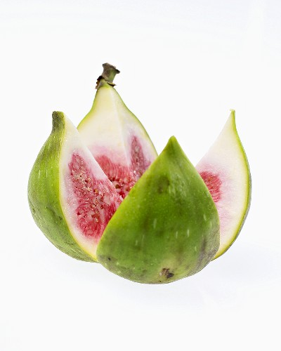 Green fig, quartered