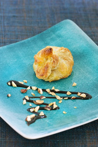 Puff pastry purse with balsamic sauce and chopped nuts