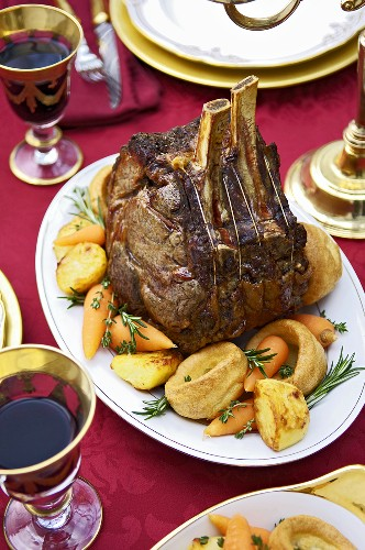Roast loan of beef with vegetables