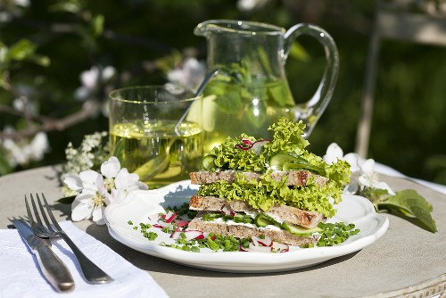 Salad sandwich with lollo biondo in sesame bread, mint tea with herb liqueur
