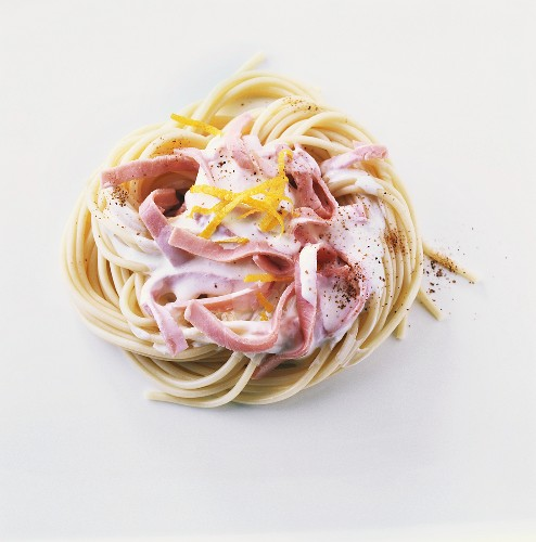 Spaghetti with ham and mascarpone
