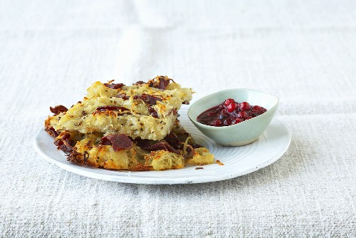 Potato crust with Bündnerfleisch (air-dried meat), cranberry compote