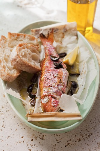 Triglie al cartoccio (red mullet baked in parchment paper)