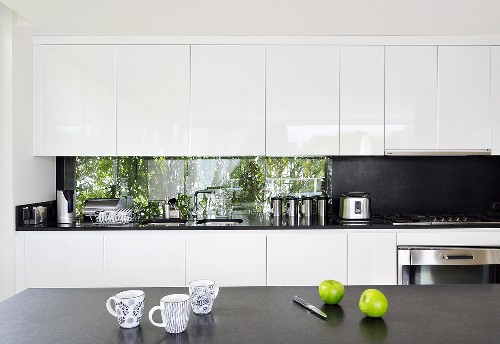 Kitchen in Villa Bamboo, Southern France