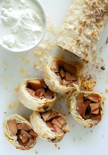Quince strudel with cream