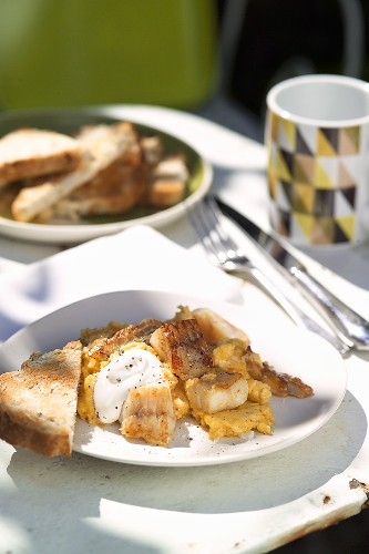 Scrambled egg with haddock fillet