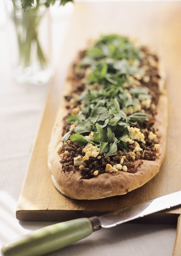 Wholemeal flatbread with minced lamb, sheep's cheese & parsley