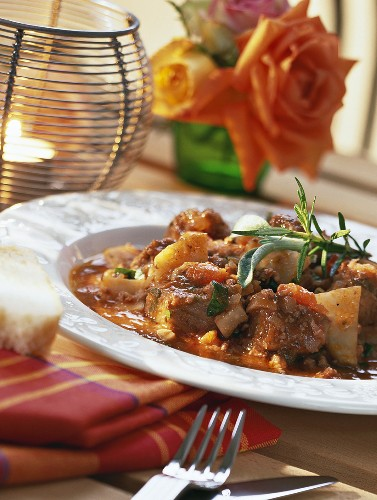 Ragù di maiale (Pork ragout with red wine sauce, Italy)