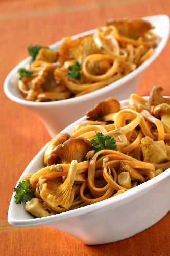 Chilli noodles with chanterelles