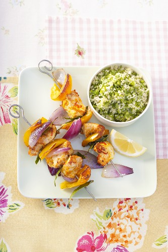 Poultry and pepper kebabs with pea couscous