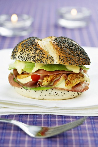 Poppy seed roll filled with tomato, chicken breast, bacon & mayo