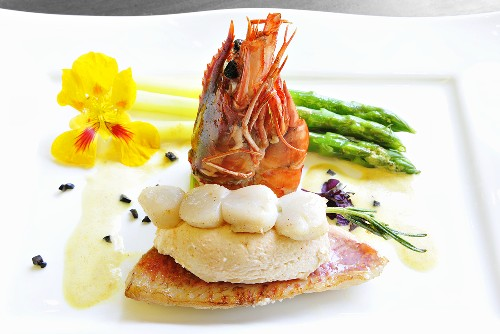 Red mullet with lobster mousse and green asparagus